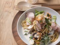 Spaghetti mit Kassler, Pilzen und Wirsing in Sahnesoße Rezept