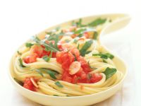 Spaghetti mit Tomaten-Rucola-Sugo