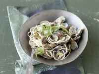 Spaghetti Vongole mit asiatischen Aromen Rezept