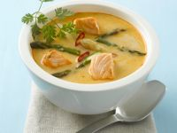 Spargel-Currysuppe mit Lachs