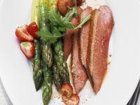 Spargel-Erdbeer-Salat mit Entenbrust Rezept