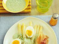 Spargel mit Parmaschinken und Basilikumcreme