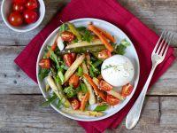 Spargel-Möhren-Salat mit Burrata Rezept