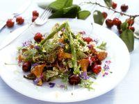 Spargel-Pfifferlingssalat mit Kirschen und Essblüten Rezept