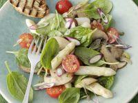 Spargelsalat mit Spinatblättern Rezept