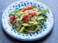 Frischer Erdbeer-Spargel-Salat mit Nusspesto aus dem Thermomix