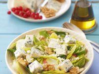 Spinat-Birnen-Salat mit Blauschimmelkäse und Walnüssen Rezept