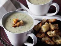 Spinat-Kartoffelsuppe mit Brotcroutons Rezept