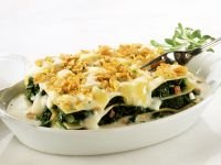 Spinat-Lasagne mit Schinken und Cornflakes-Käse-Kruste Rezept