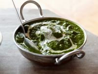 Spinat mit Käsewürfeln auf indische Art ( Palek Paneer) Rezept