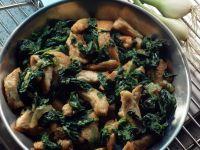 Spinatpfanne mit geschnetzelter Hähnchenbrust Rezept