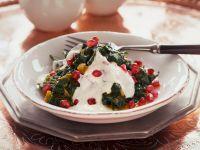 Spinatsalat mit Joghurt und Granatapfelkernen Rezept