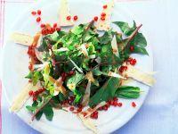 Spinatsalat mit Käse und Granatapfel Rezept