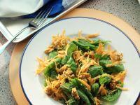 Spinatsalat mit Möhren und Walnüssen Rezept