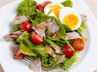 Spinatsalat mit Speck, Ei und Cocktailtomaten Rezept