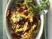 Spirelli mit Speck, Käse und roten Zwiebeln Rezept