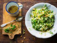 Spitzkohlsalat mit Nüssen Rezept
