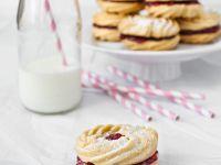 Spritzgebäck mit Marmeladenfüllung Rezept | EAT SMARTER