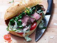 Steak-Brötchen mit Rucola und Tomaten Rezept