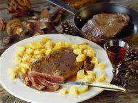 Steak in Weinsauce mit knusprgen Kartoffeln Rezept