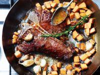 Steak mit Süßkartoffelwürfeln und Chilikonfitüre Rezept
