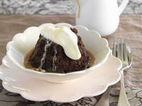 Sticky-Toffee-Pudding mit Sahne Rezept