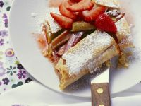 strudel mit erdbeeren und vanillesauce rezept eat smarter. Black Bedroom Furniture Sets. Home Design Ideas