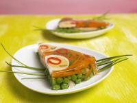 Sülze mit Ei und Gemüse Rezept