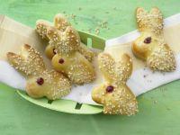 Süße Hefeteig-Hasen Rezept