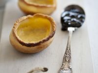 Süße Käsecremetörtchen mit Beeren Rezept