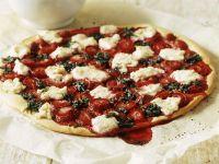 Süße Pizza mit Erdbeersoße und Minzpesto Rezept