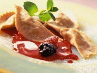 Süße Ravioli mit Beeren Rezept