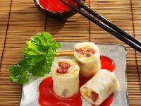 Süße-Reis-Röllchen mit Fruchtsauce Rezept