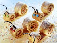 Süße Schnecken aus Biskuitteig