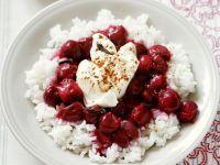 Süßer Reis mit Kirschen