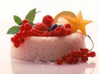 Süßer Reisring mit Beeren Rezept