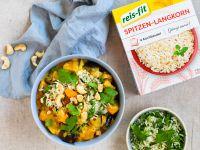 Süßkartoffel-Auberginen-Curry mit Reis-Kräuter-Topping