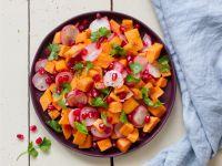 Süßkartoffel-Radieschen-Pfanne mit Granatapfelkernen Rezept