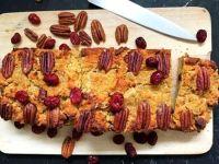 Süßkartoffelkuchen mit Cranberries und Pekannüssen