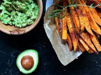 Süßkartoffelpommes mit Avocadodip Rezept