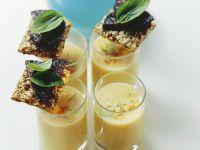 Süßkartoffelsuppe mit Blutwurstchips Rezept