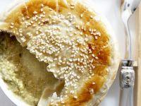 Suppe mit Amaranth unter Blätterteig Rezept