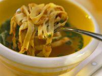 Suppe mit Pfannkuchenstreifen Rezept