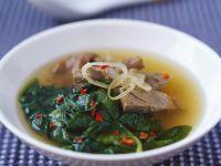 Suppe mit Rindfleisch und Spinat auf vietnamesische Art Rezept