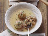 Suppe mit Speckknödeln Rezept