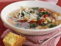 Suppe mit weißen Bohnen dazu Maisbrot Rezept