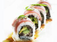 Sushi (Inside-Out-Rolls) mit Avocado und Thunfisch Rezept
