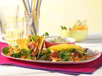 Tacos gefüllt mit Gemüsesalat und Rindersteakstreifen Rezept