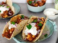 Tacos mit Blumenkohl-Bohnen-Mole und Sour Cream