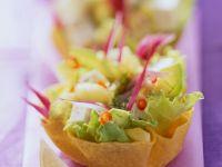 Tacoschalen mit fruchtiger Salatfüllung